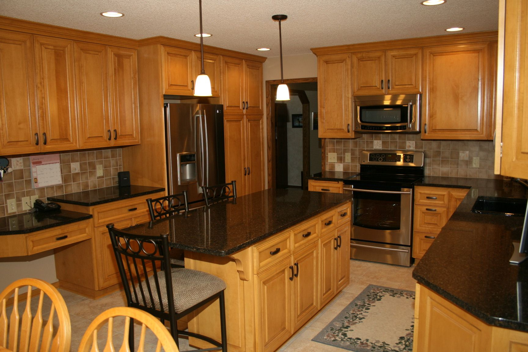 Dark Countertops With Dark Cabinets Dark Counters With Wood Cabinets Kitchen Countertop