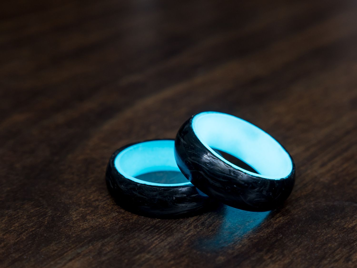 glow rings carbon fiber wedding bands First Ever Luminescent Carbon Fiber Ring by Carbon 6