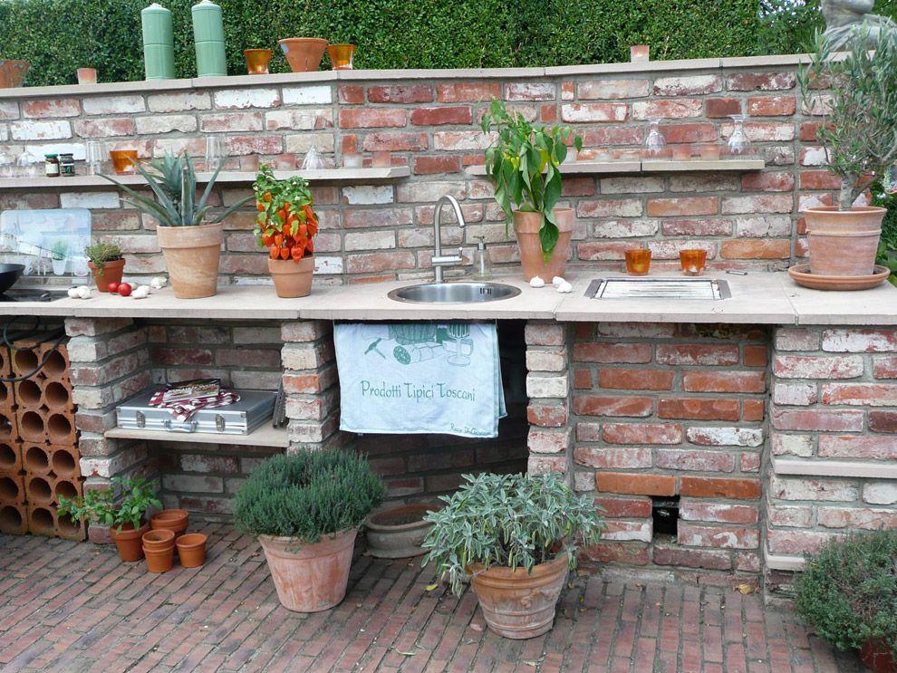 Outdoorküche aus historischen Klinkern mit Green-Egg Grill und - kuche im garten balkon grill