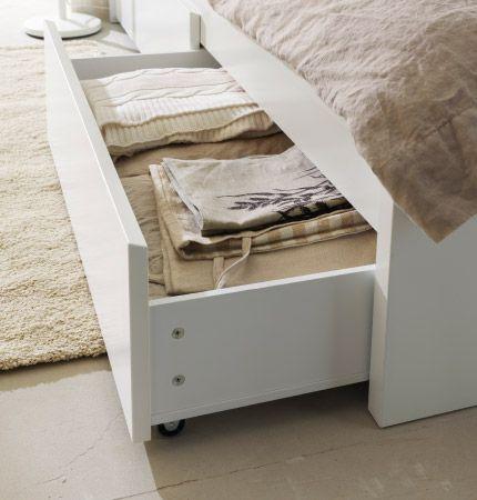 Nahaufnahme eines geöffneten Schubkastens in MALM Bettgestell mit - schlafzimmer mit malm bett 2