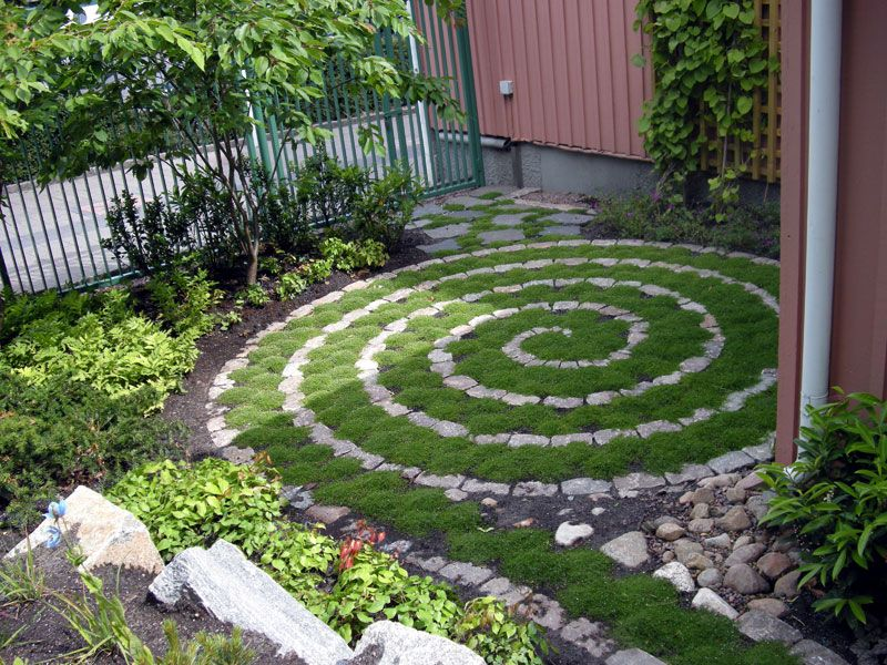 15 Excellent DIY Backyard Decoration \ Outside Redecorating Plans - labyrinth garden design