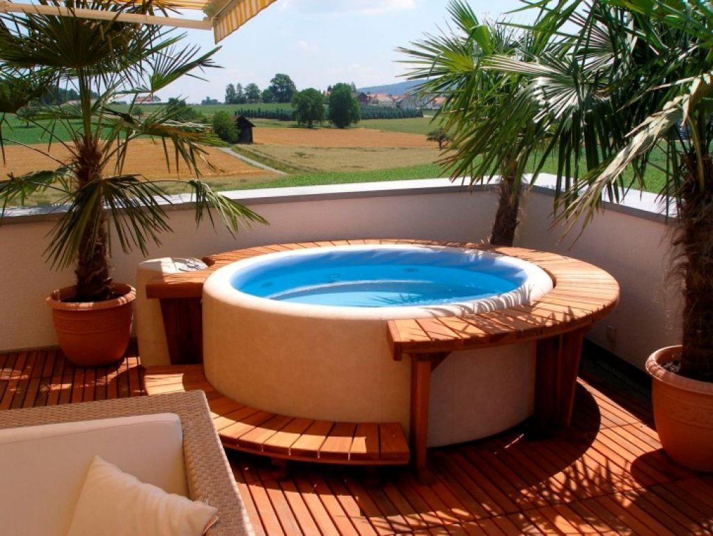 Jacuzzi Pool De Outdoor Backyard Deck Designs With Hot Tub Ideas