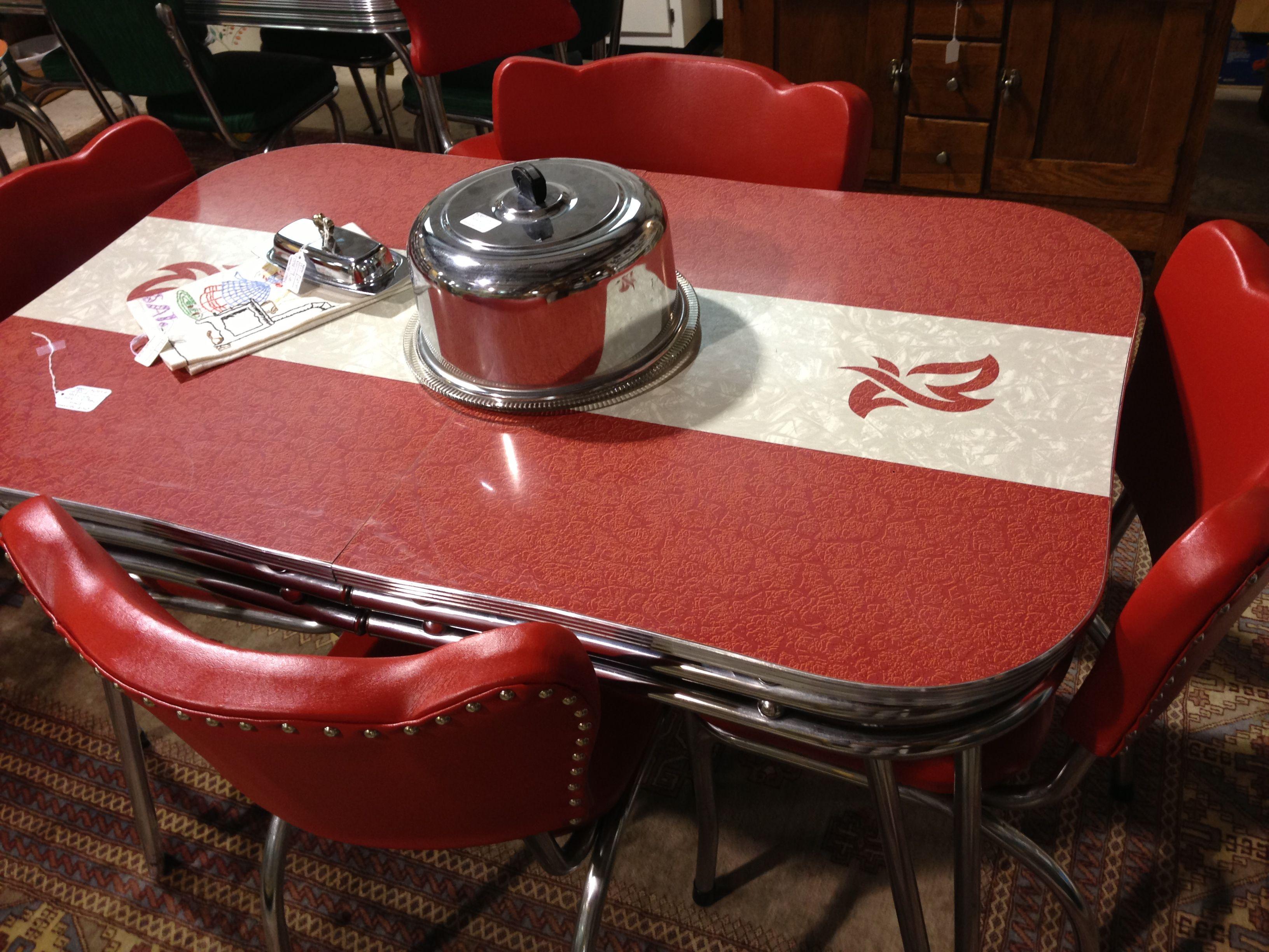 vintage kitchen tables Love this retro kitchen table
