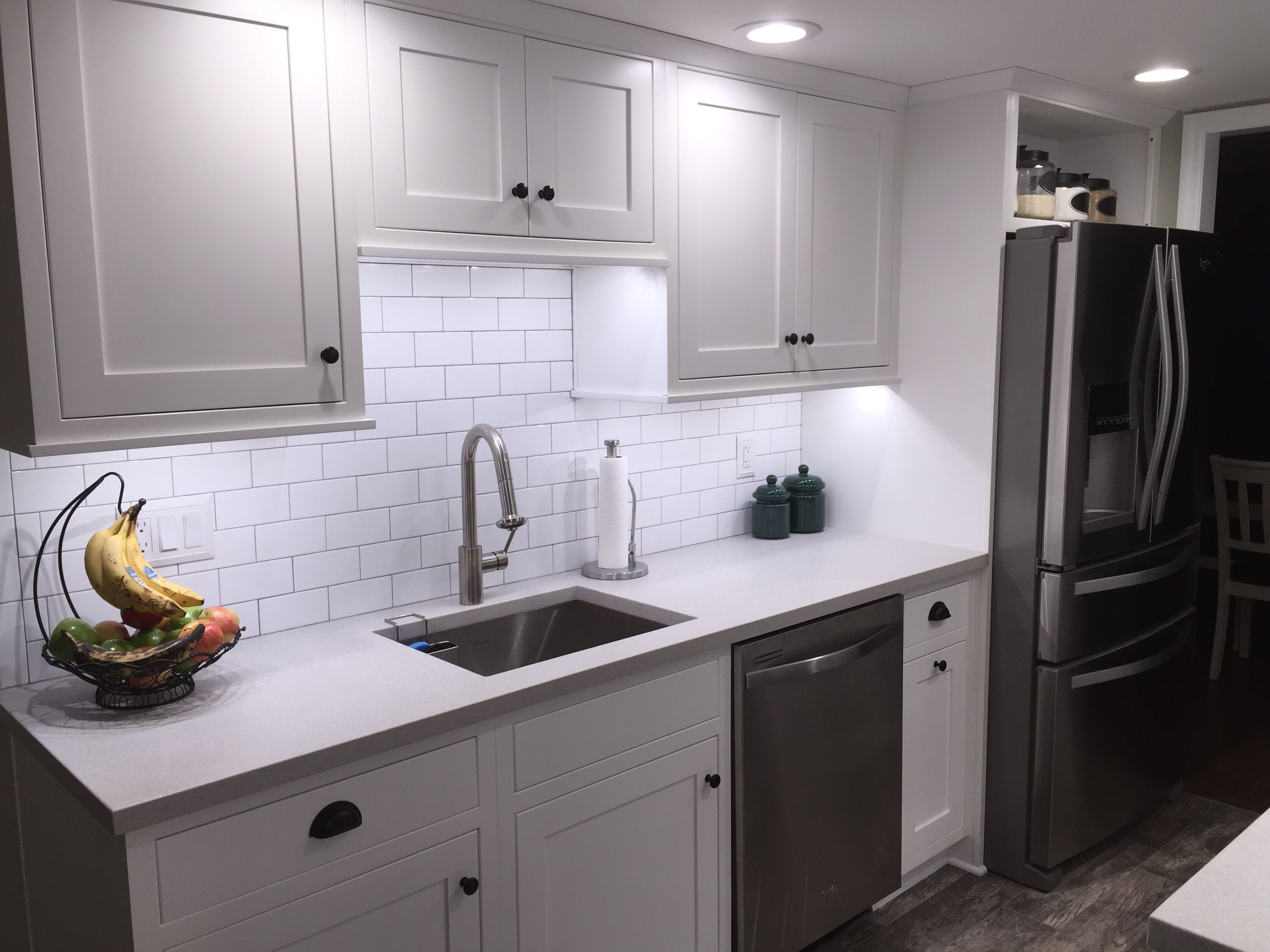 All White Kitchens With White Appliances Galley Kitchen With White Shaker Cabinets Subway Tiles