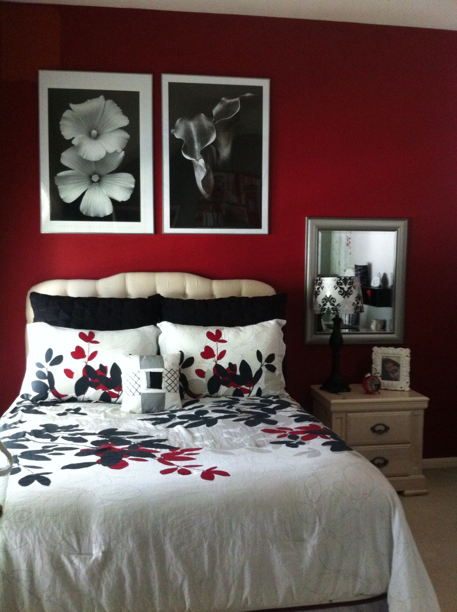 Red Rooms Decorating Red Black And White Bedroom Decorating Remodeling