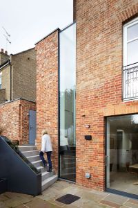 Modern brick addition in London / renovated by Fraher ...