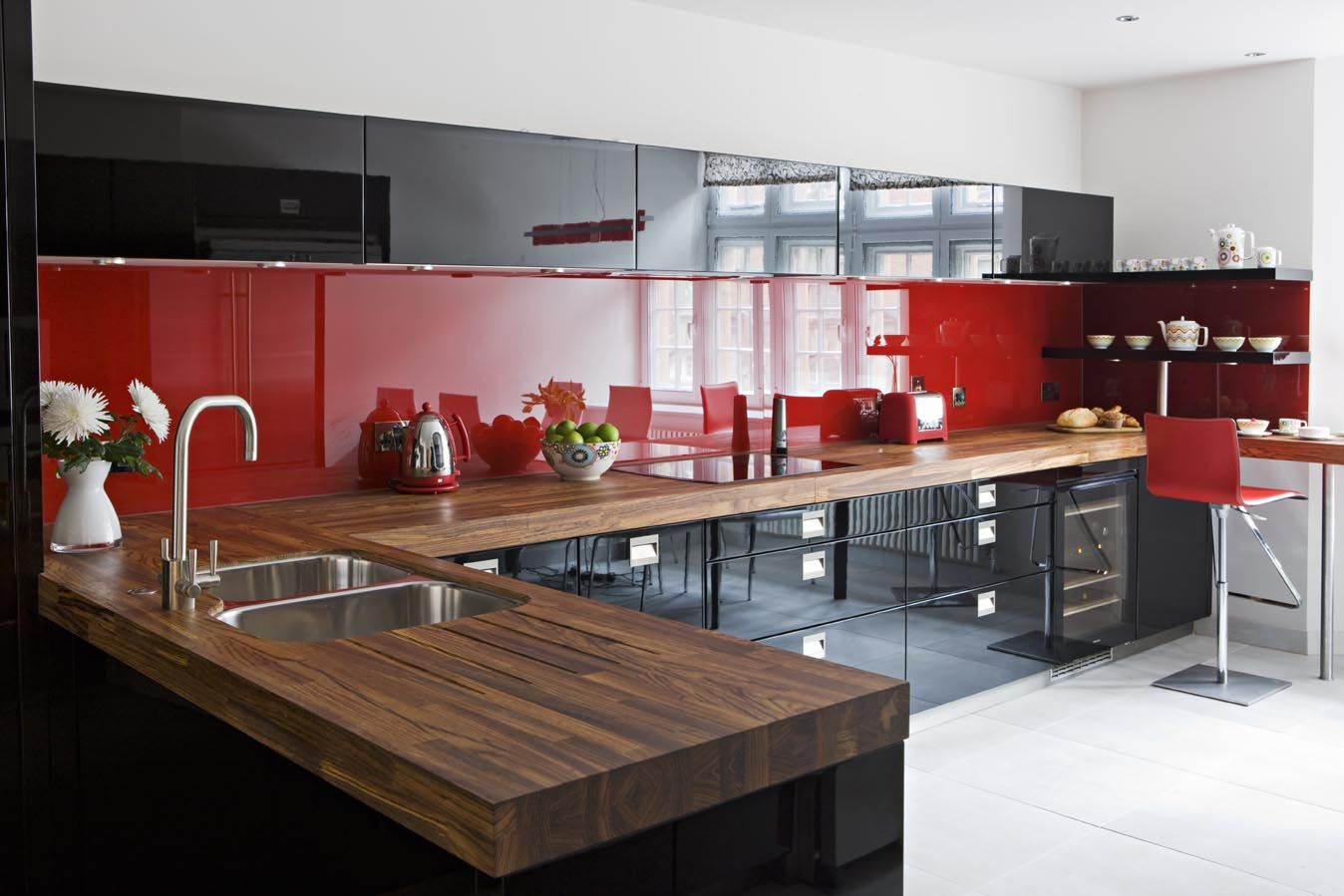Red And Black Kitchen Black & Red High Gloss Lacquer Cupboards | Red Kitchens