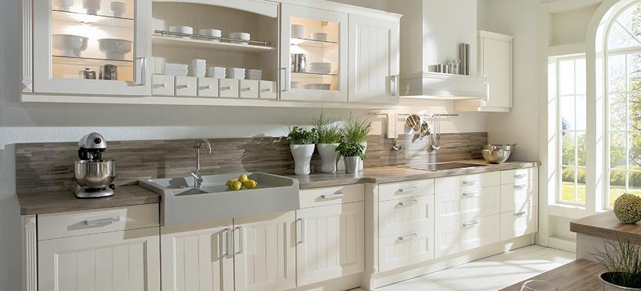 Weiße Landhausküche mit viel Stauraum Home Pinterest - moderne kuche praktische kuchengerate