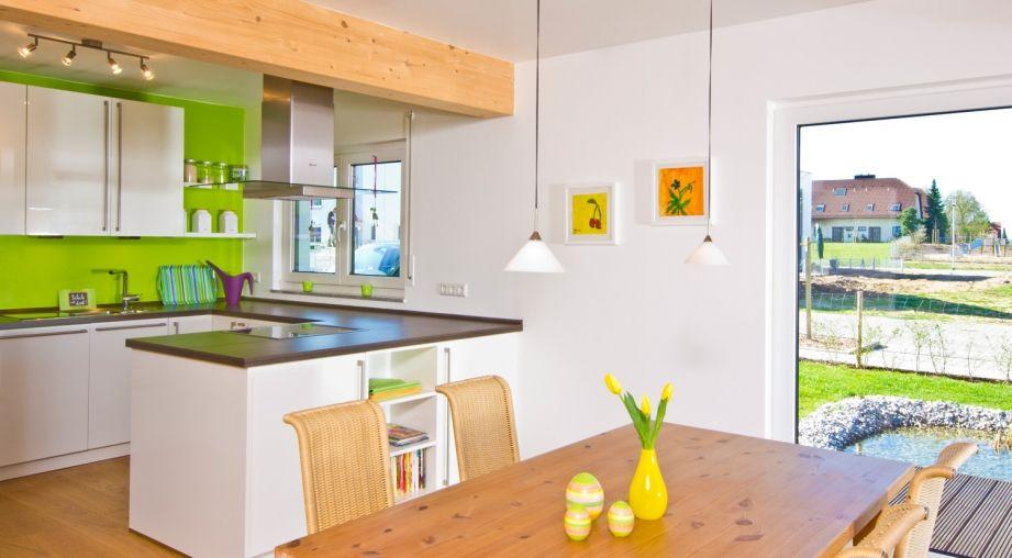 Moderne offene Küche mit Holzbalken an der Decke Haus Przybilla - offene kuche