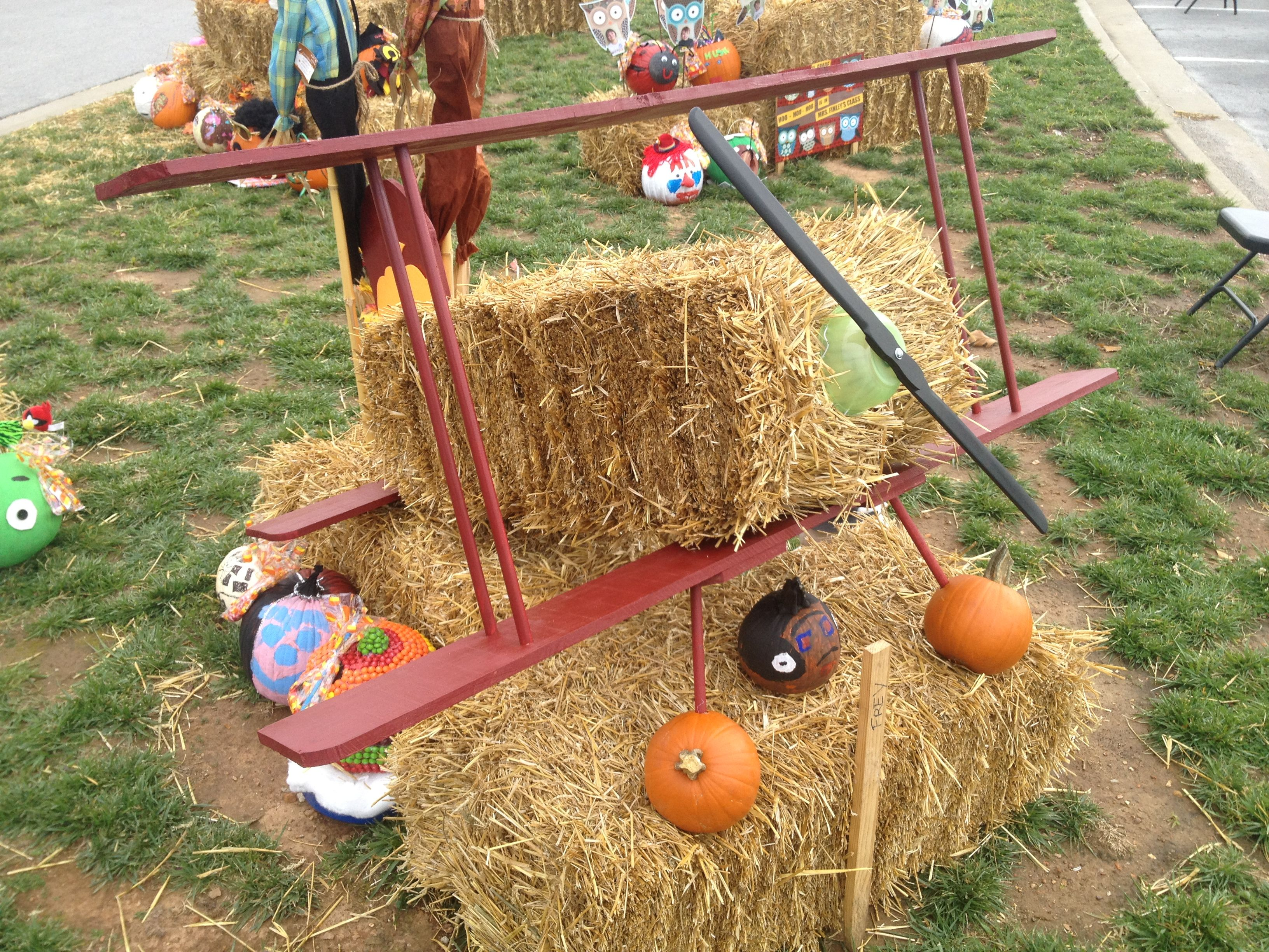 Hay Decoration Airplane Hay Bale Decoration Fun And Creative Pinterest