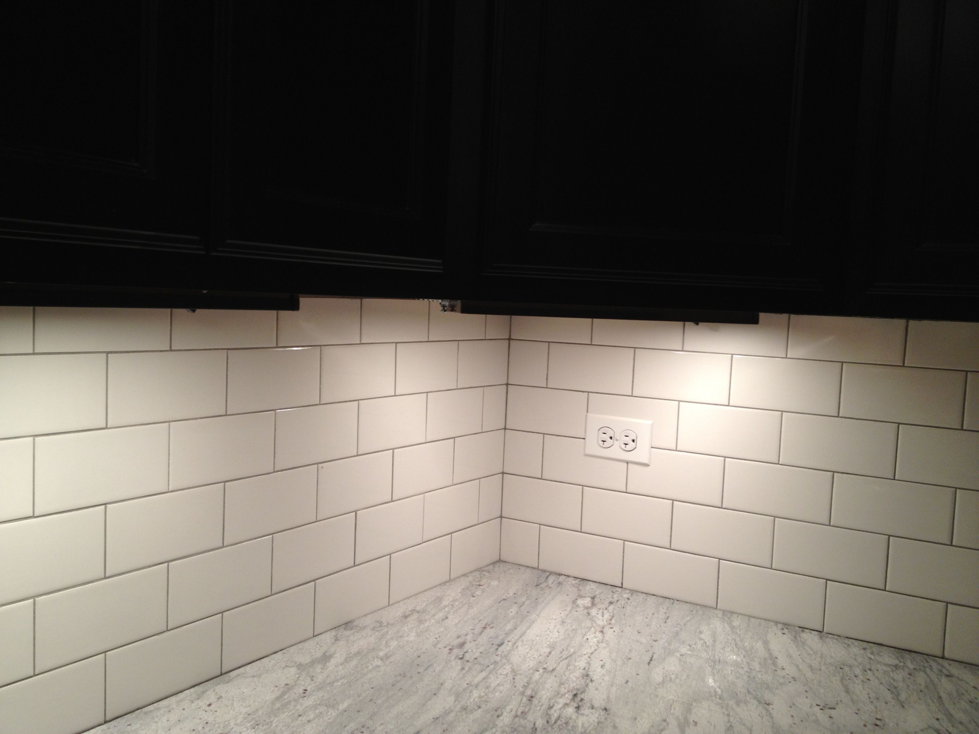 White Brick Look Tile Light Gray Grout With Brick Pattern White Subway Tile Back