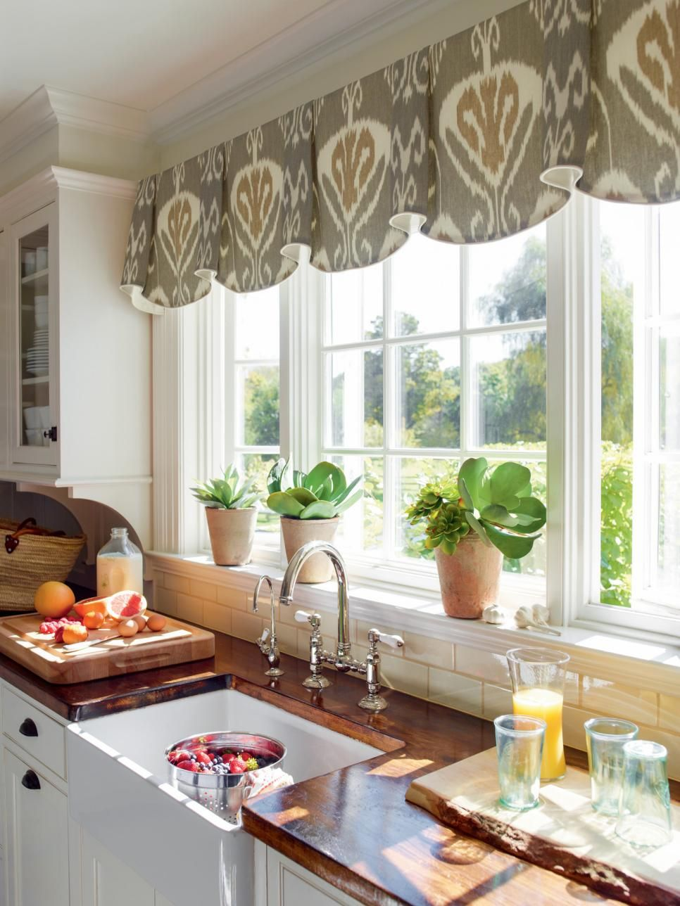 kitchen window treatment ideas 10 Stylish Kitchen Window Treatment Ideas
