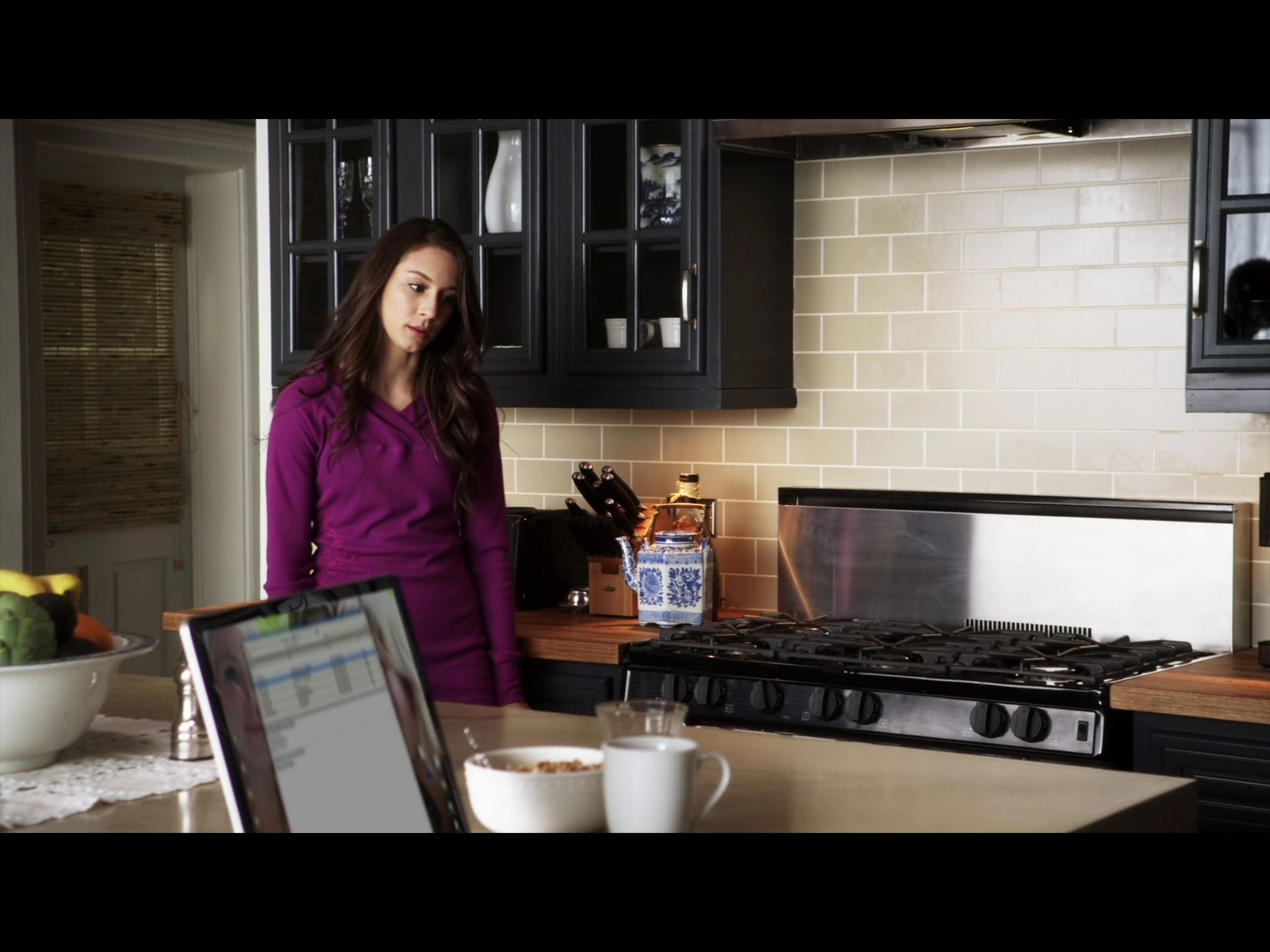 1x3 spencer at home in the kitchen in the morning with her mom and melissa