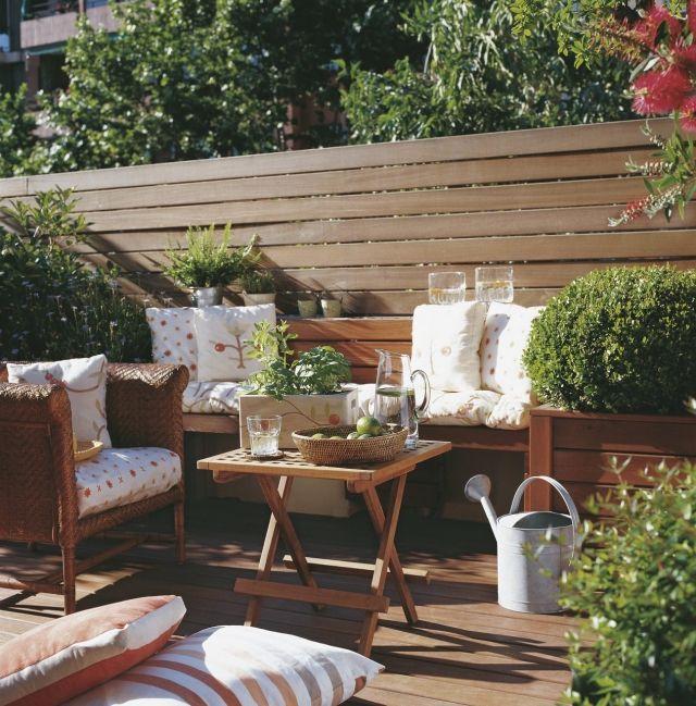 terrassengestaltung toskana-flair holzmöbel kissen sichtschutz - terrassengestaltung beispiele