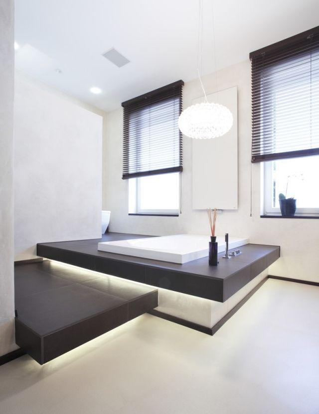 badezimmer-gestaltung-modern-eingebaute-badewanne-led-leisten - badezimmer leisten