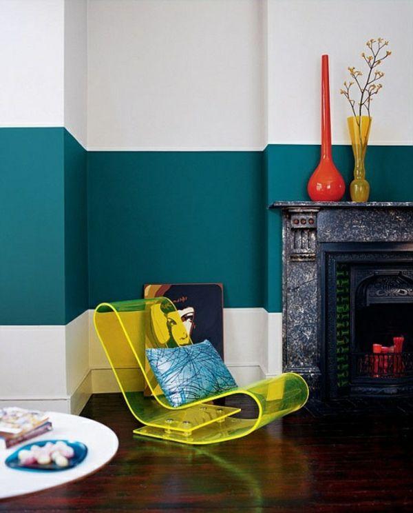 wohnzimmer mit einem kamin und doppelfarbiger wandgestaltung - 62 - zimmer malen ideen