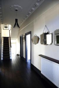 dark skirting boards light walls - Google Search | Tv room ...