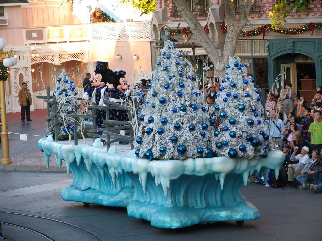 cozy christmas float decorations christmas parade float ideas elitflat jpg 1024x768 christmas parade float supplies - Christmas Float Decorations