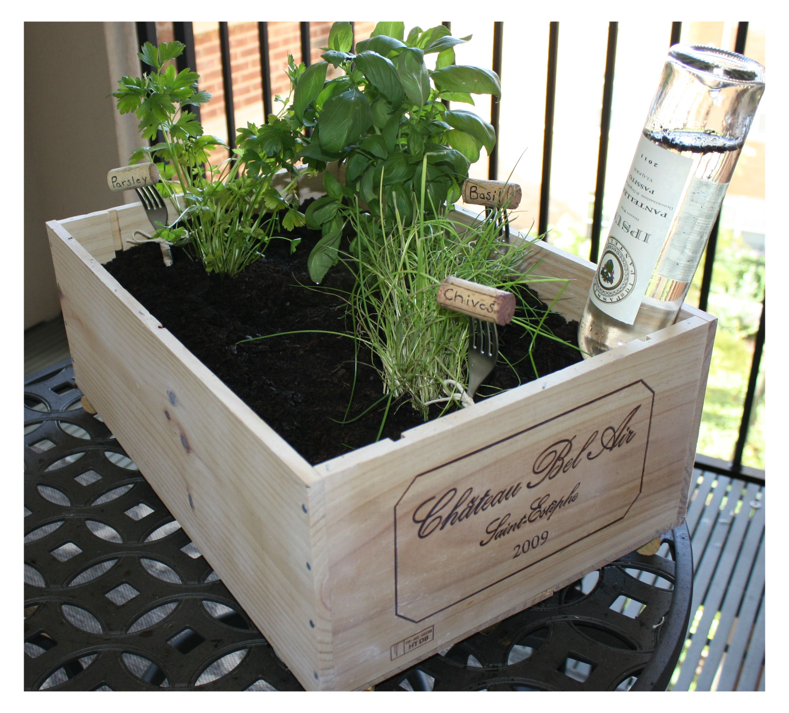Herb Container Ideas Diy Wine Box Herb Garden Http Capitolletters Wine