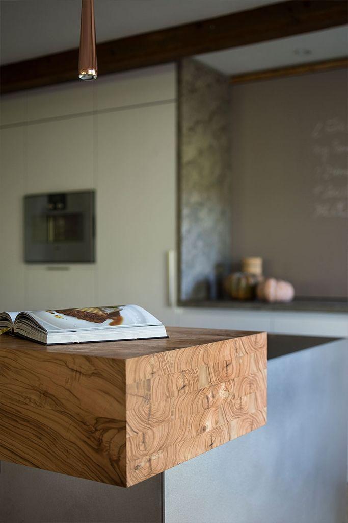 Theke Aus Holz An Moderner Wohnküche Küchen Pinterest   Traditionelle Kuche  Holz