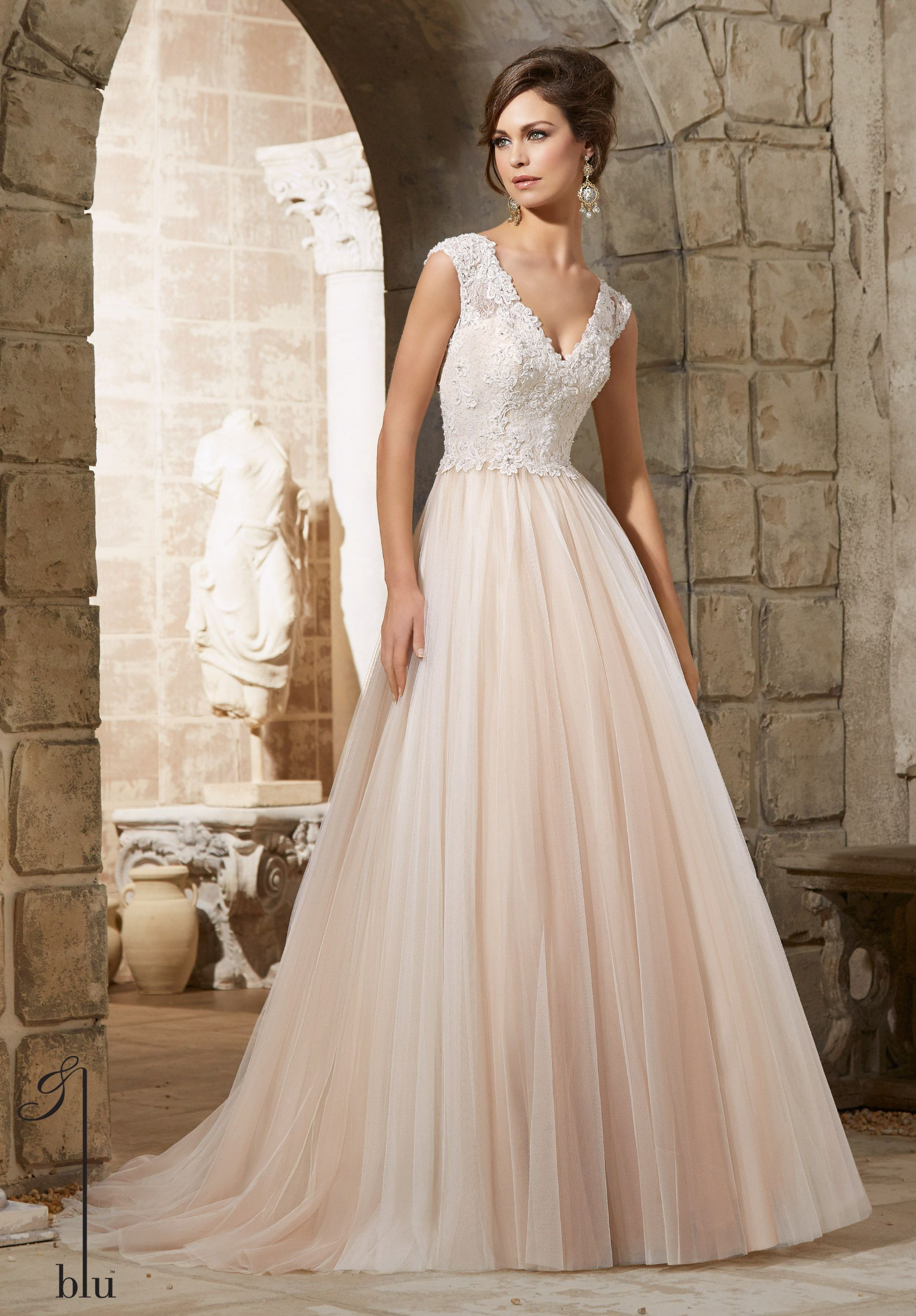 chantilly lace wedding dress Wedding Gowns Dresses Embroidered Lace Appliques with Crystal Beading Overlay the Chantilly Lace on