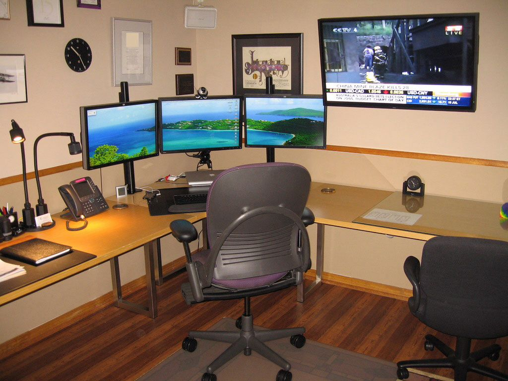 Home Computer Workstation Ideas Triple Monitor Setup Home Office Pinterest Monitor