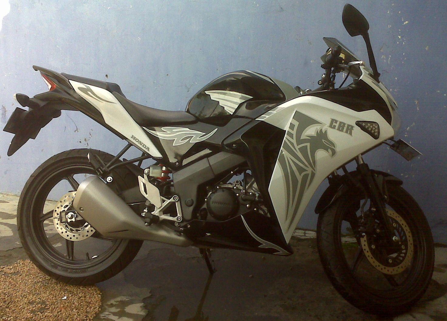 Honda cbr 150 white wraping grey tribal