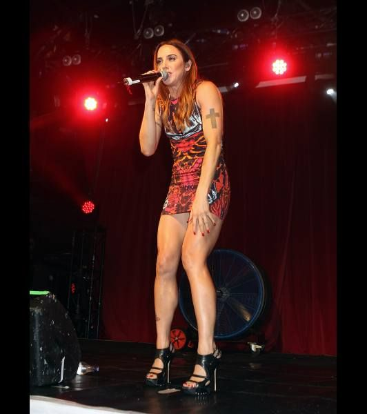 Hd Wallpaper Girl Christmas Spice Girl Melanie Chisolm Performs On Stage At G A Y On