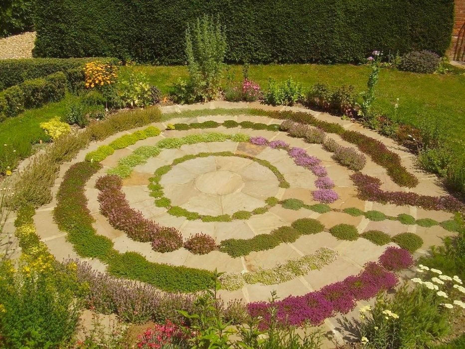 Labyrinth Garden This is very close to what I want to do with my - labyrinth garden design