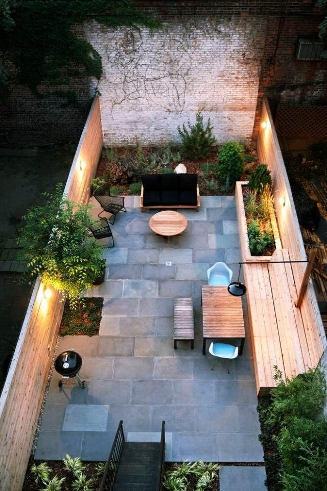 schmale terrasse kleinen garten gestalten sitzbank holz steinboden - kleine terrasse gestalten