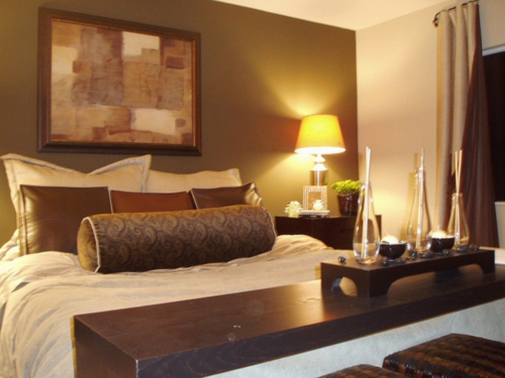 Bedroom small bedroom design ideas for couples with brown color schemes and table lamp