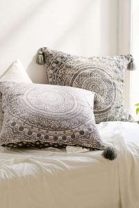 Best 25+ Large throw pillows ideas on Pinterest | Throw ...