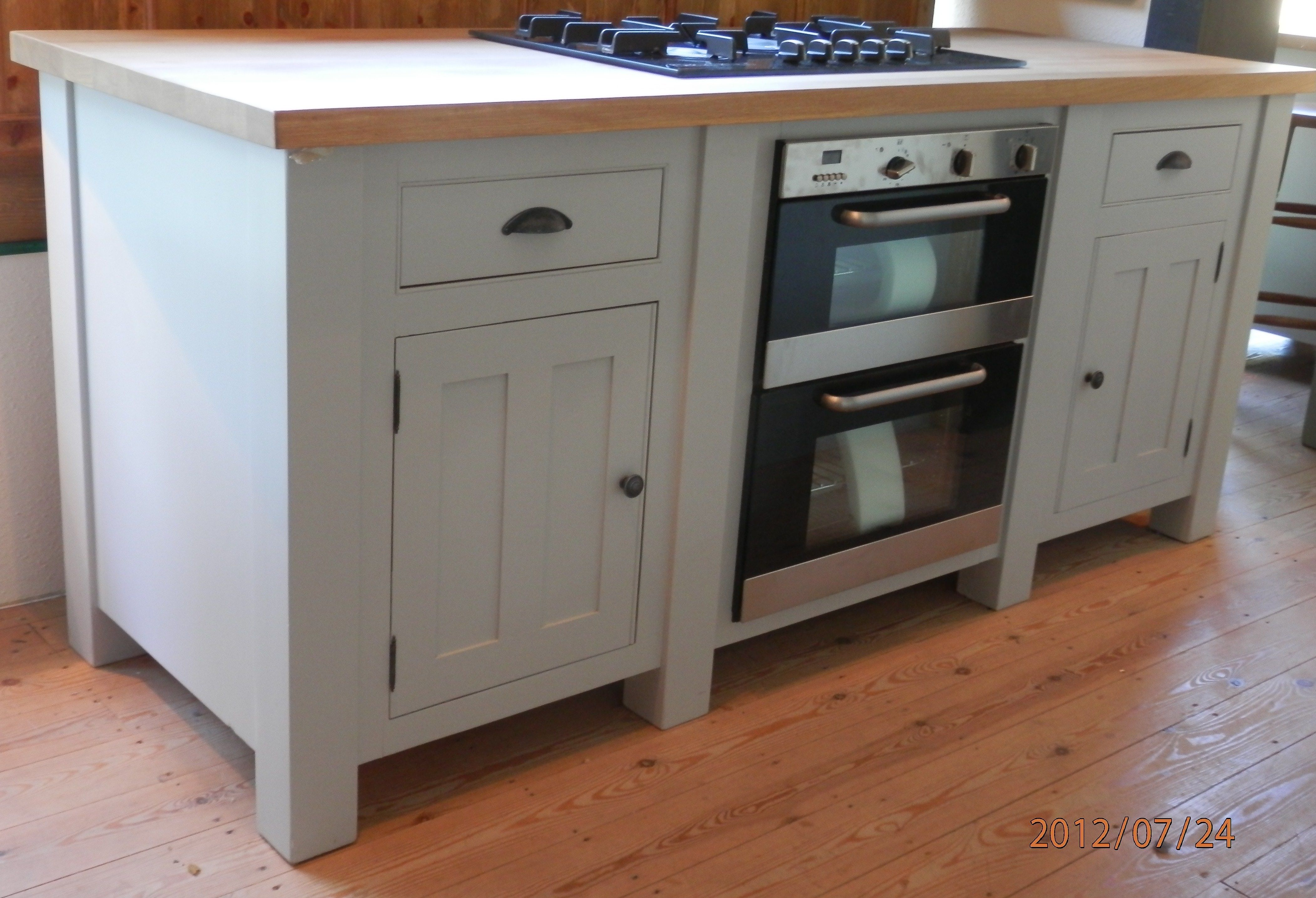 Oven In Island Unit This Freestanding Base Unit Has An Electric Oven And Hob