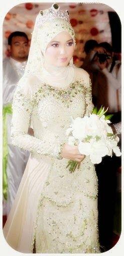Kebaya pengantin muslim dengan jilbab atau tudung. Model ...
