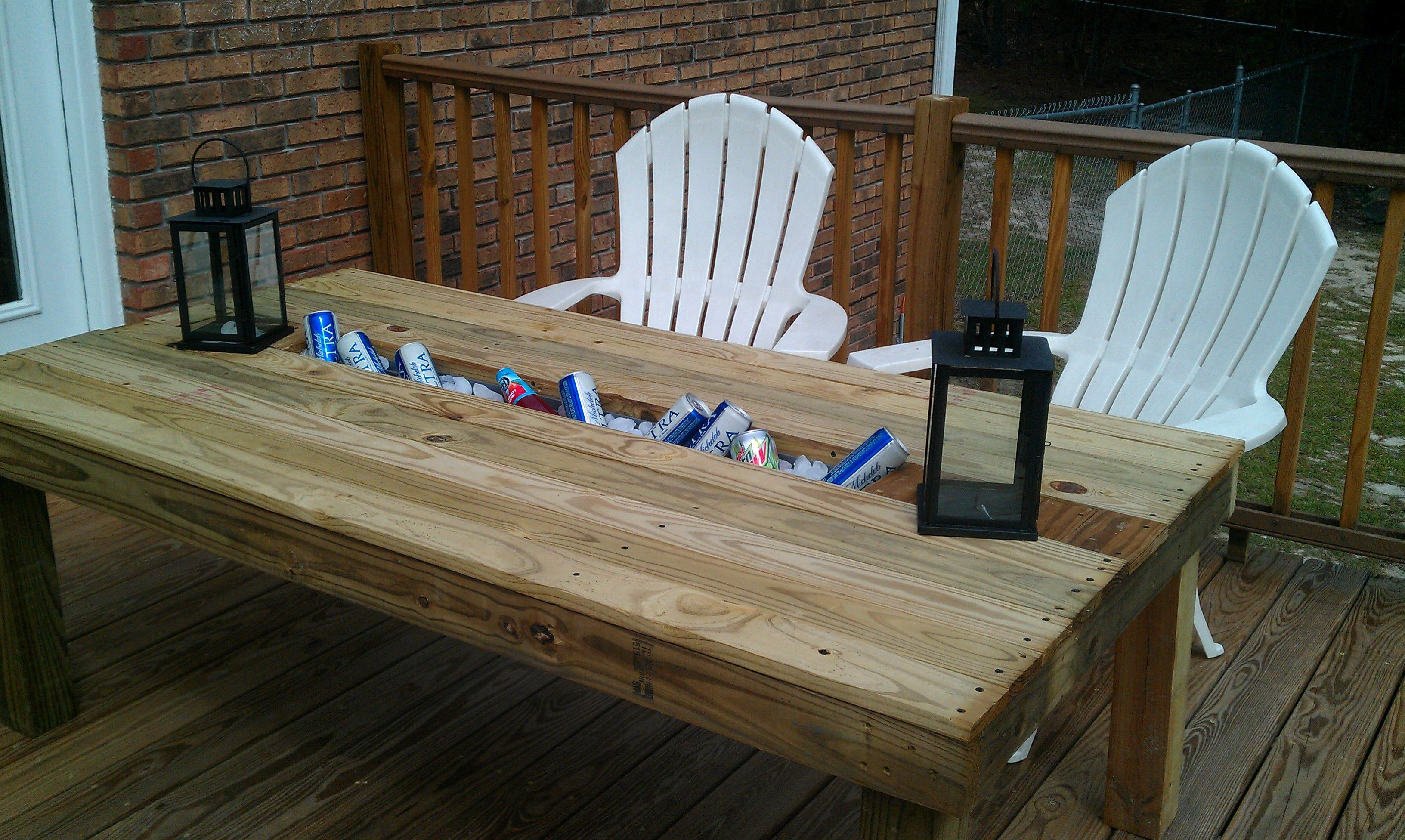 Diy Patio Table And Chairs Outdoor Table With Built In Cooler Crafts Pinterest