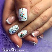 Pretty Christmas nail art. Winter nail design trends ...