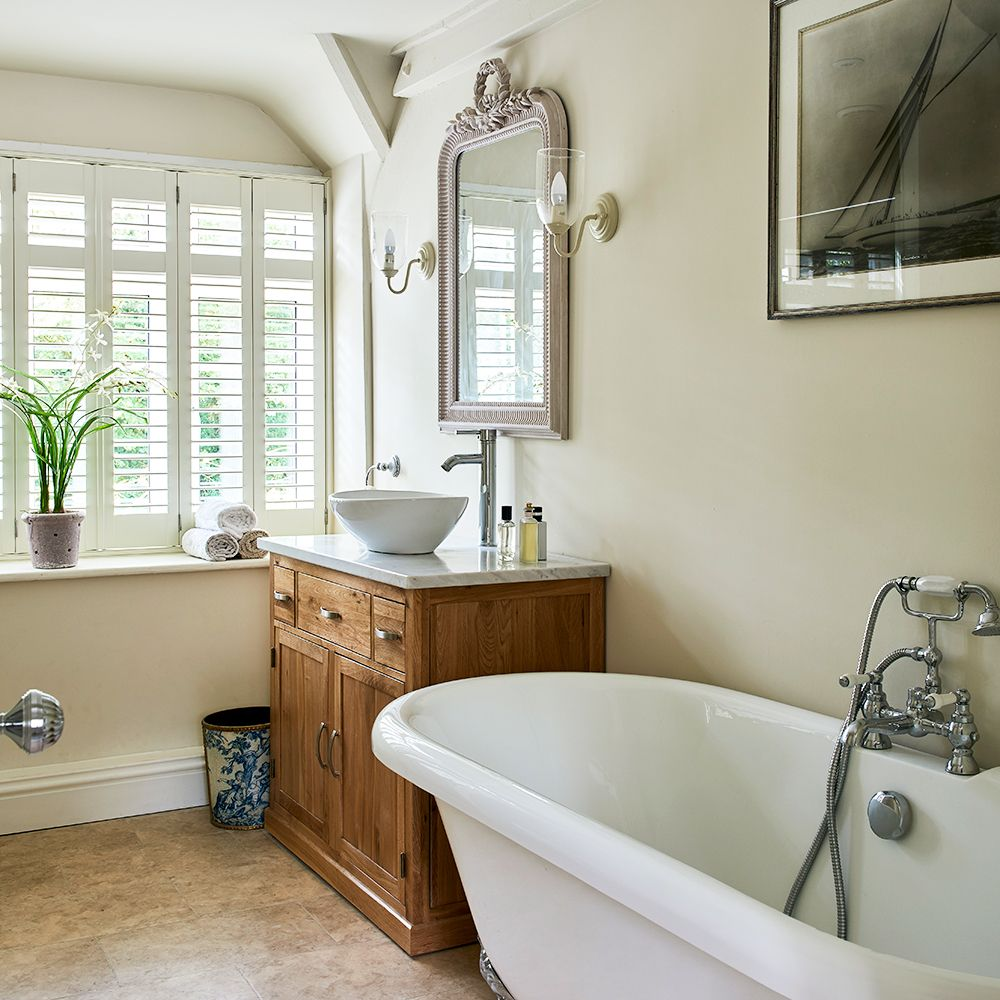 Traditional english cottage bathroom with freestanding bathtub