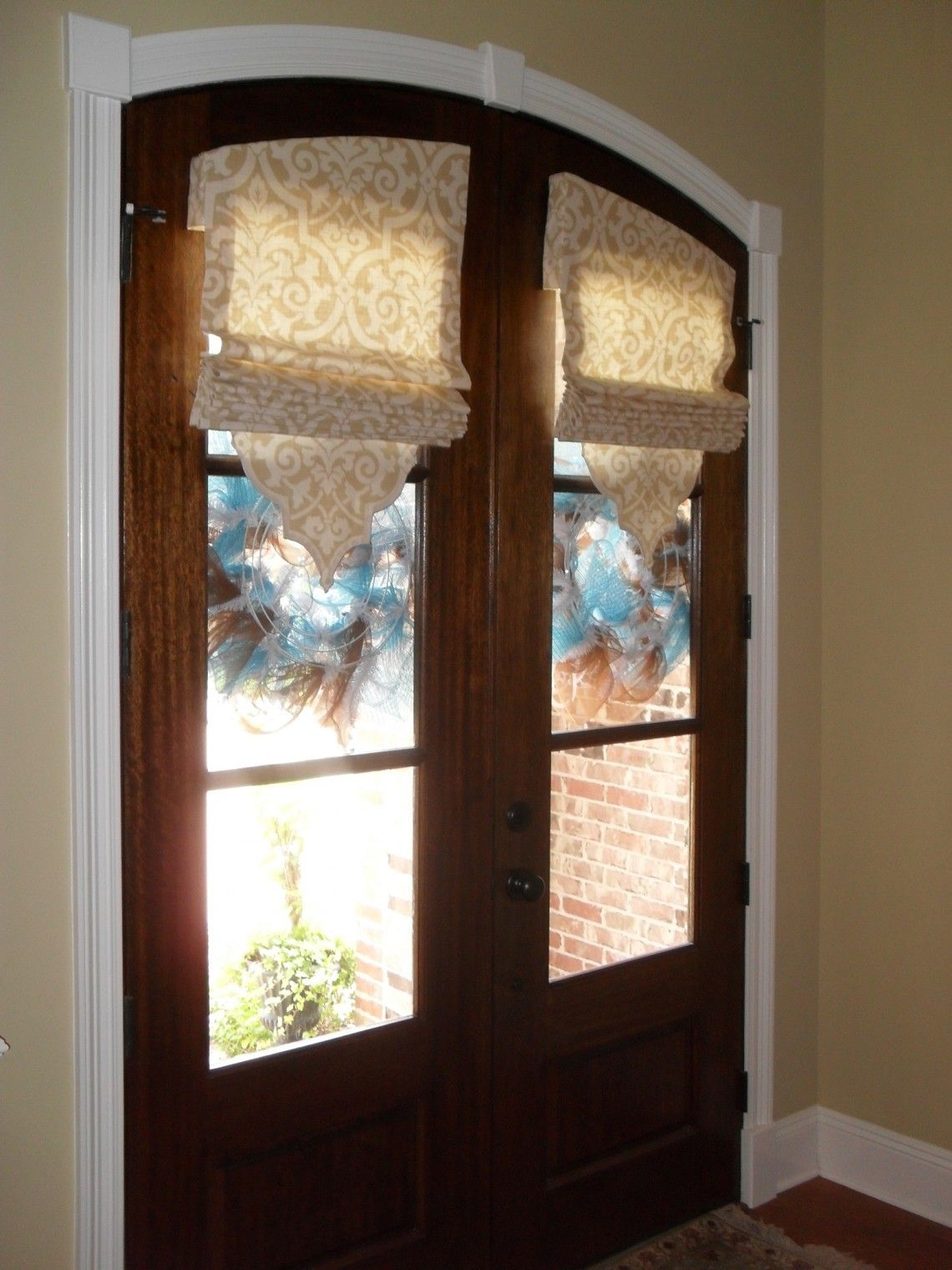 Accessory door with cordless roman shades design for front door window blinds