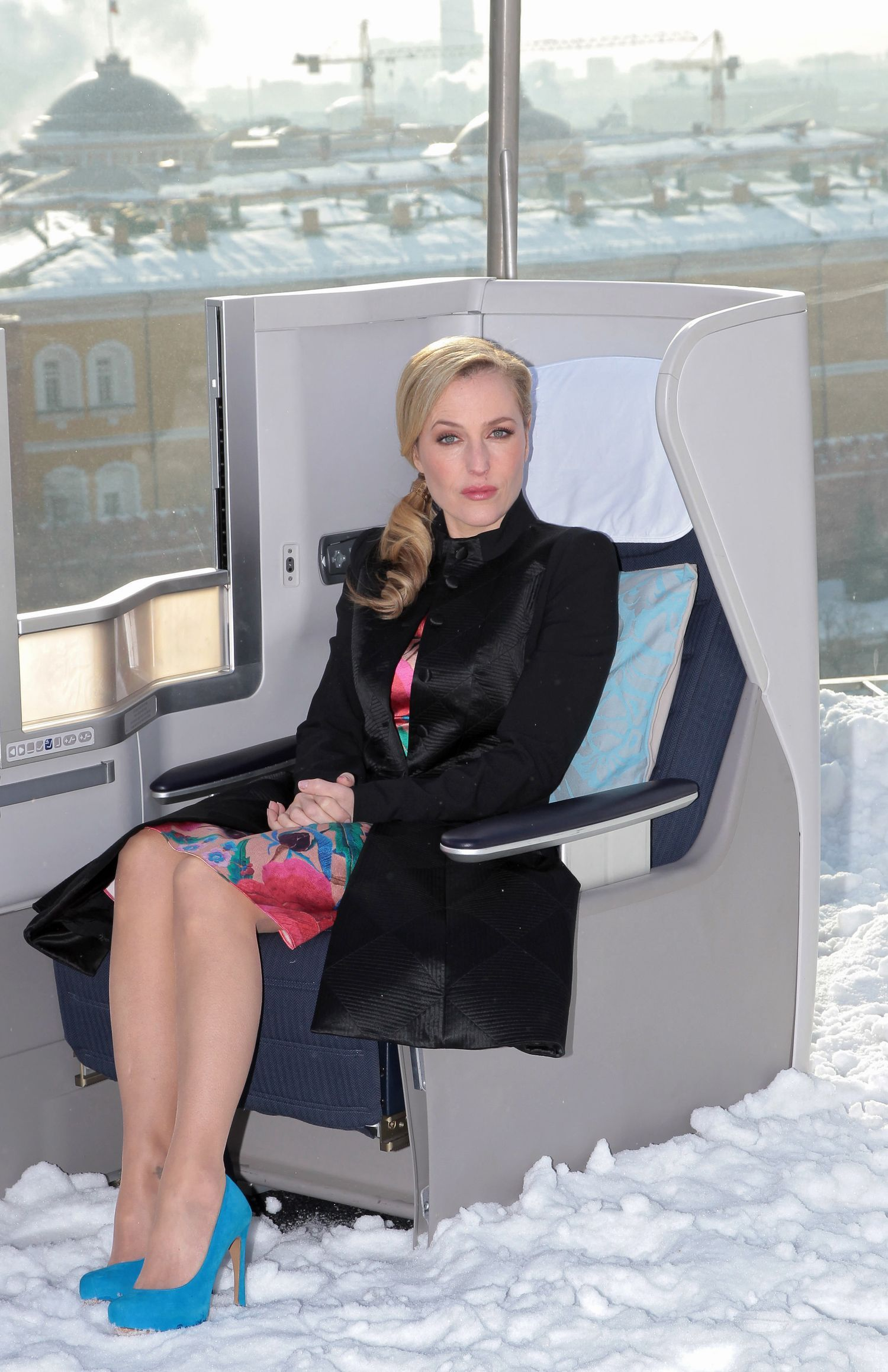 Gillian Anderson The Fall Wallpaper Gillian Anderson In Pantyhose More Pictures Here Http