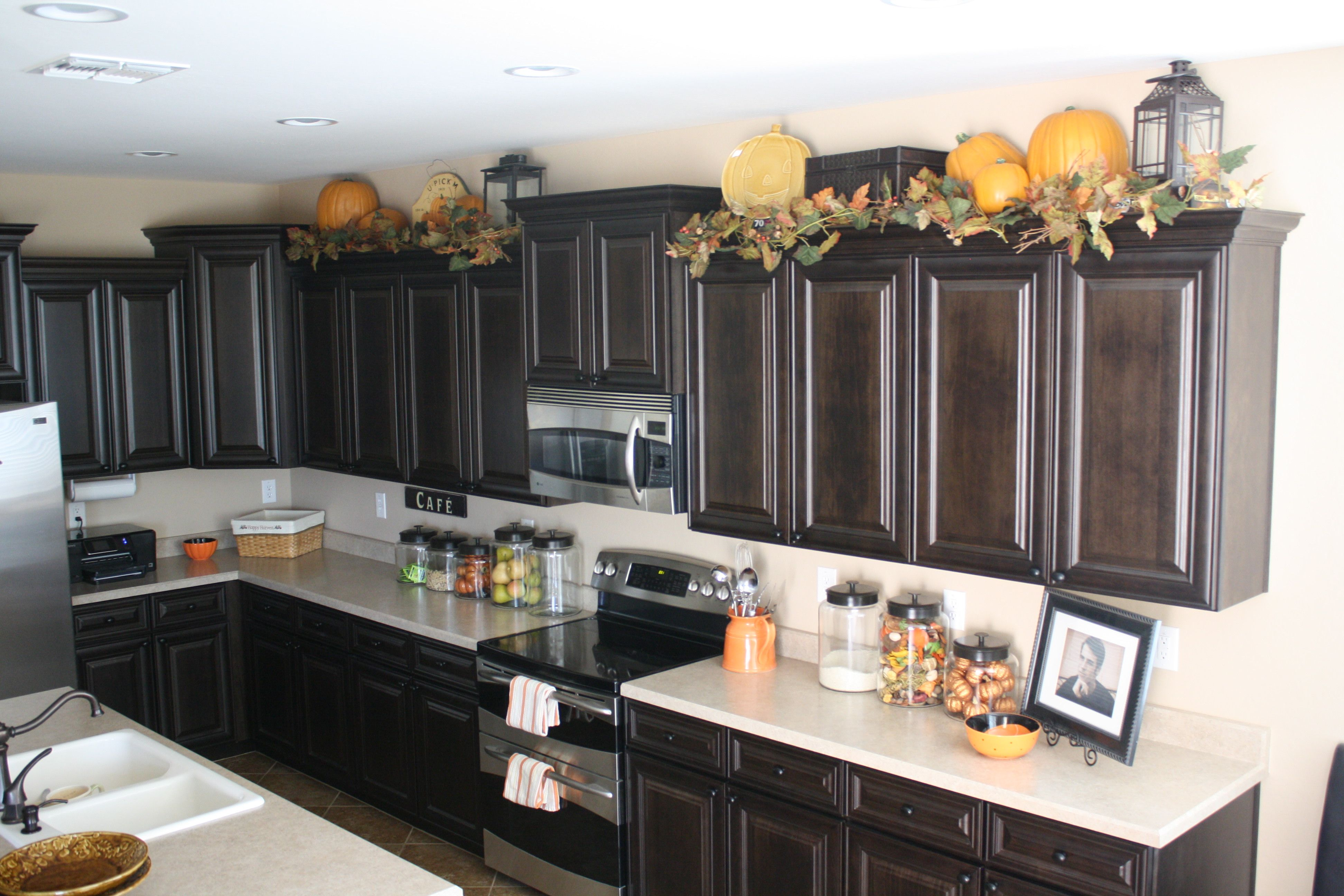 Decorating Kitchen Cabinet Tops Lanterns On Top Of Kitchen Cabinets Decor Ideas
