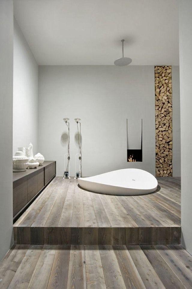 Designbad mit Whirlpool-Badewanne und Einbau-kamin - badezimmer einbau