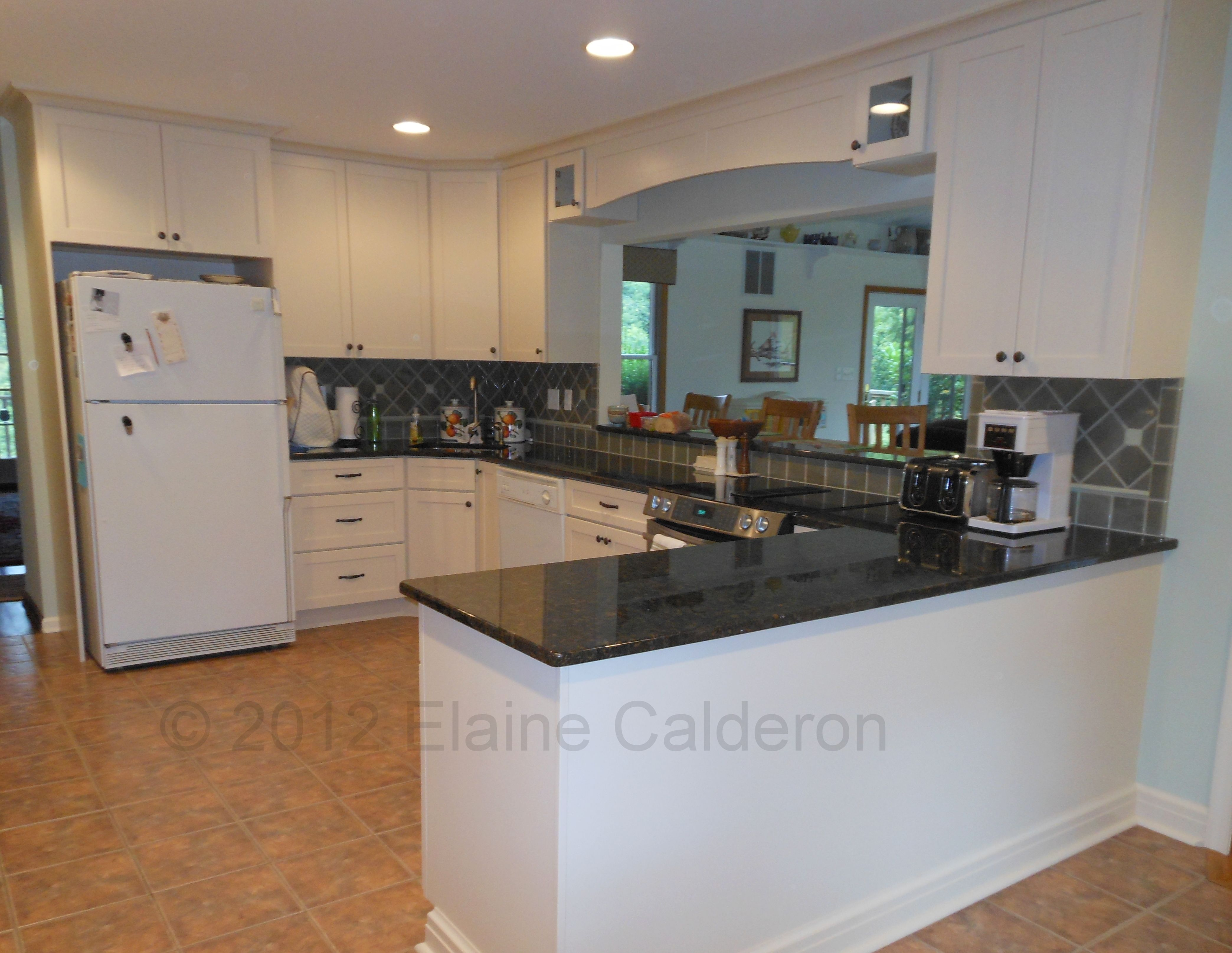 Butterfly Green Granite Countertops Pictures Medallion Cabinetry Potter 39s Mill Maple Door Painted