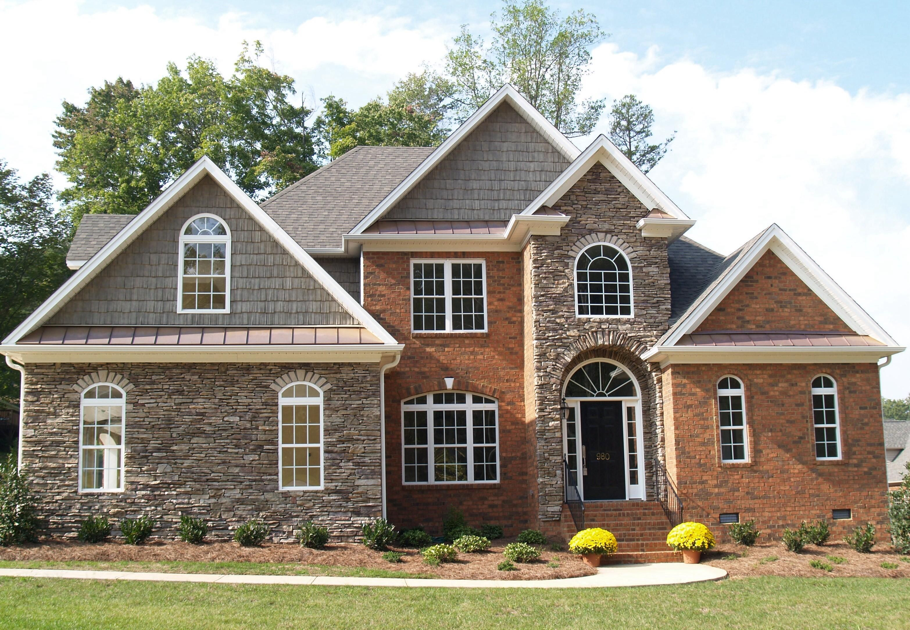 Brick And Stone Exterior Combinations Accents For Red Brick Homes Mixed Media Using Brick And