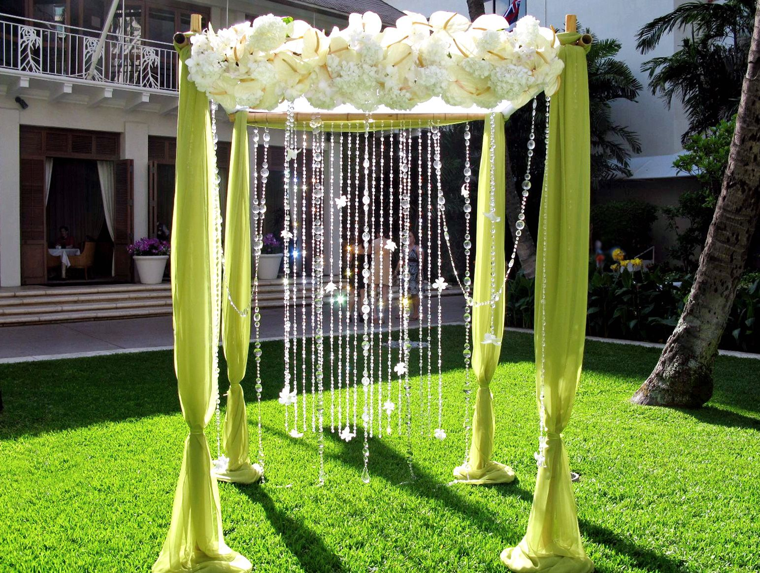 wedding canopy 15 wonderful wedding canopy arch ideas After decorating the poles with wedding color matching