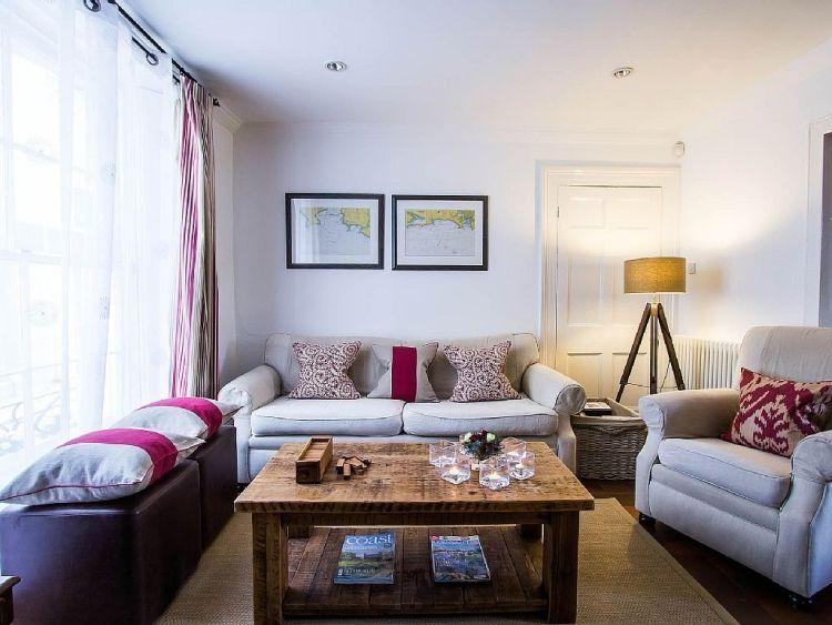 feng-shui-wohnzimmer-einrichten-klein-raum-couch-sessel-leinen - muster wohnzimmer