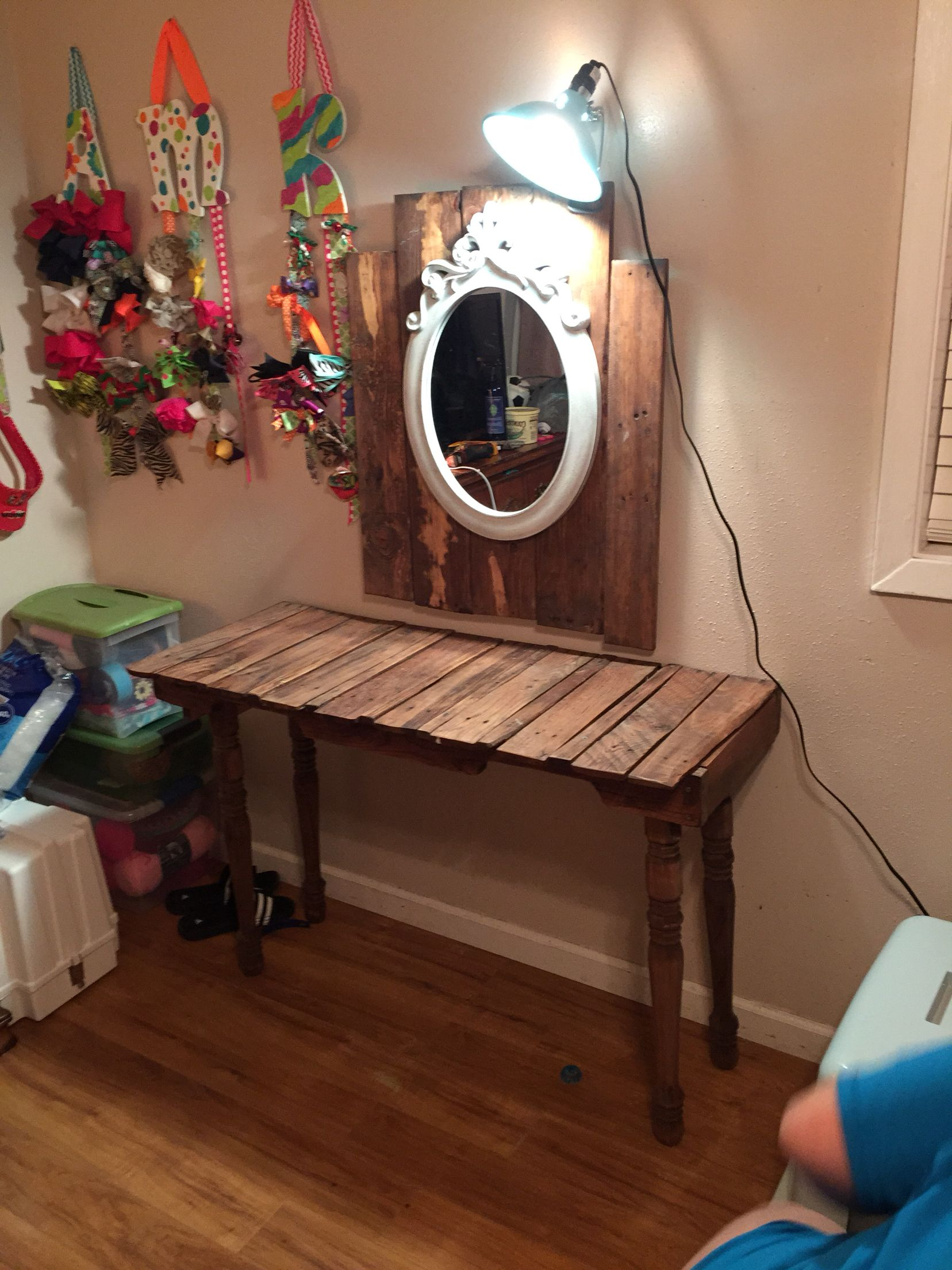 Metal Makeup Vanity Table Set Vanity Made Out Of Pallets Diy Crafts By Kk Pinterest