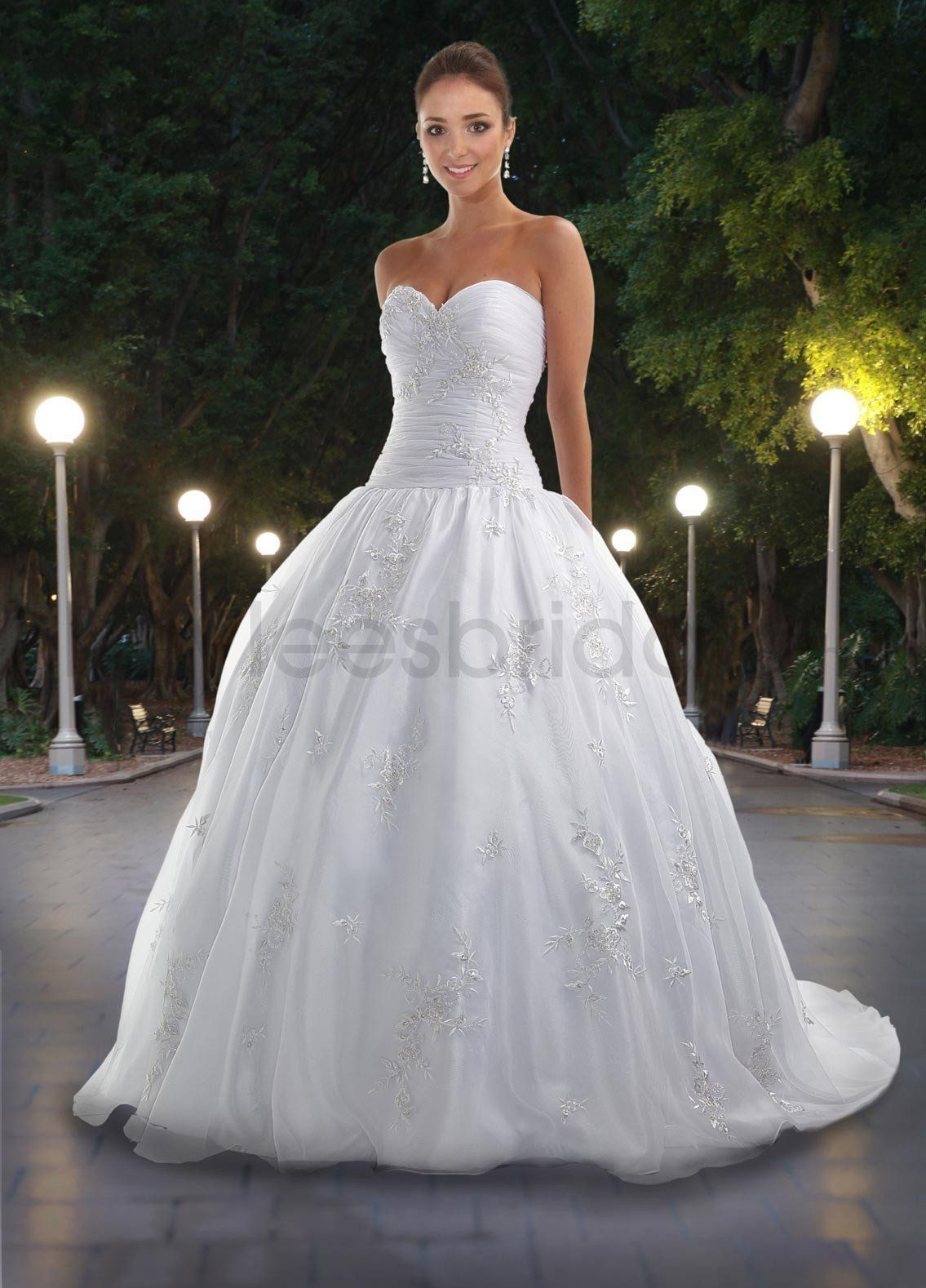sweetheart neckline wedding dress If you re now in the search of getting a wonderful wedding gown these Strapless Sweetheart NecklineStrapless