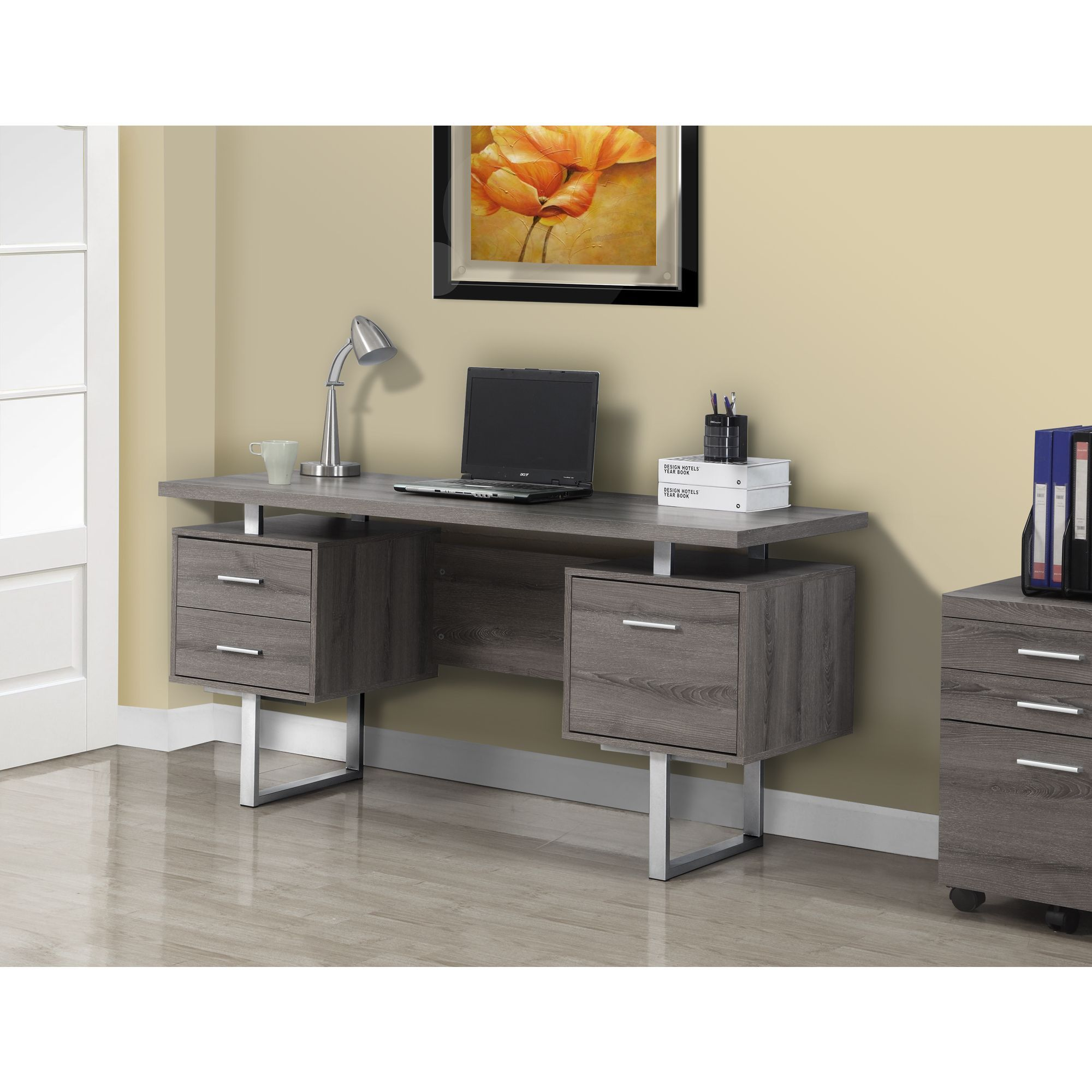 Choisir Un Ordinateur De Bureau Professionnel This Dark Taupe Desk Has The Look Of Reclaimed Wood
