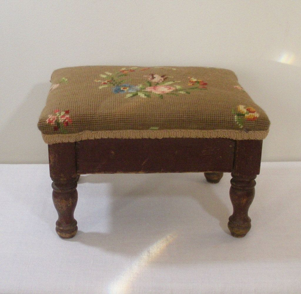 Klein Voetenbankje Vintage Wooden Footstool With Floral Needlepoint Cover