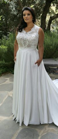 Plus size fashionable wedding dress with lace bodice and ...